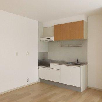 冷蔵庫置場はシンク側に。