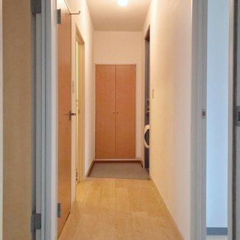 脱衣所とトイレは廊下側に。