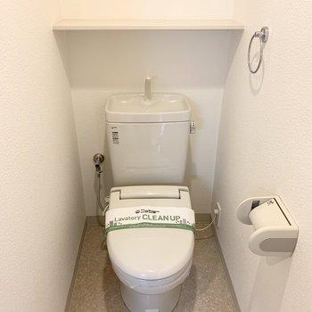 おトイレはユーティリティーのお隣に。ウォシュレット付です。 (※写真は4階の同間取り別部屋のものです)