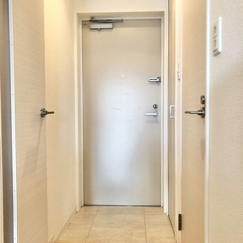 玄関はスッキリと使いたいな〜。(※写真は12階同間取り別部屋のものです)