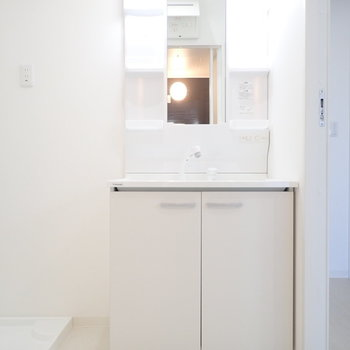 洗面台はゆったりめですね。