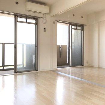 大きな窓から光がしっかり入ります(※写真は4階の同間取り別部屋、清掃前のものです)