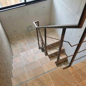 階段をのぼって4階まで。忘れ物チェックは念入りに!