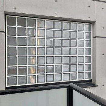 ここから見るガラスブロックも素敵。