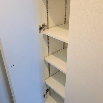 シューズボックスは可動棚。ブーツなども入れやすいですね。
