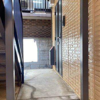 玄関前。出入り口に近いので家具の搬入も楽そうです。