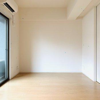 LDKは11帖と広々とした空間。グリーンもすごく合いそうなのでたくさん置きたいなぁ。(※写真は4階反転間取り別部屋のものです)