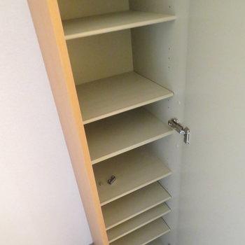 シューズボックスはしっかり(※写真は10階の同間取り別部屋のものです)