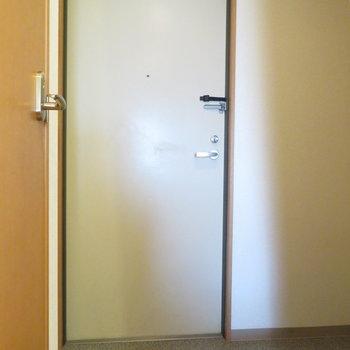 玄関は少しゆったりめ(※写真は10階の同間取り別部屋のものです)