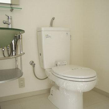 トイレにはウォシュレットないです