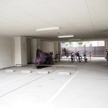 駐車場と駐輪場も付いています