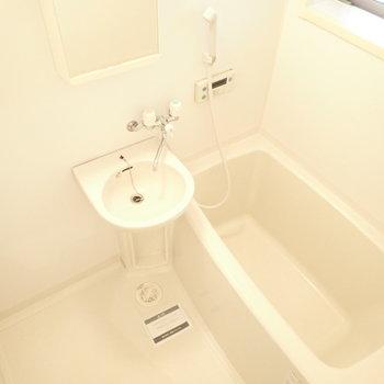 洗面台はお風呂のなかです。(※写真は同間取り別部屋のものです)