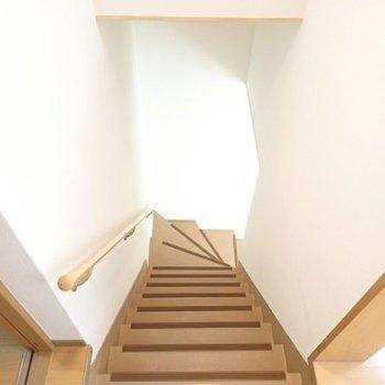 さて1階へ降りましょう。(※写真は同間取り別部屋のものです)