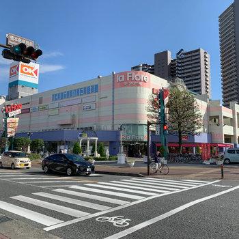 周辺環境は恵まれていて、歩いて3.4分のところに大型の安いスーパー。