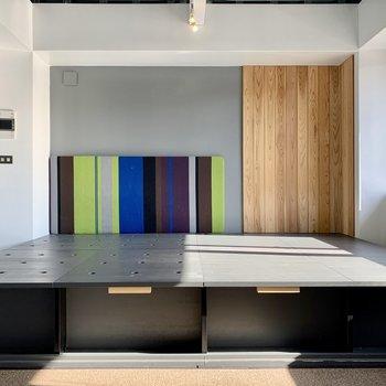 色も形も機能もカラフルなお部屋で、遊びココロがあります。※写真はクリーニング前のものです
