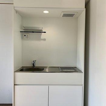 キッチンはシンプルなデザイン