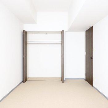 こちらの収納は幅2mほどのクローゼット。(※写真は3階同間取り別部屋のものです)