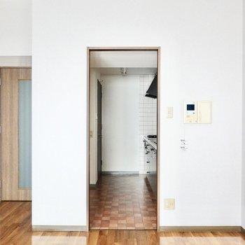 キッチンは独立しているので匂い移りが防げ、生活感も隠せます!(※写真は3階同間取り別部屋のものです)