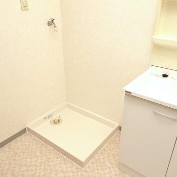 その隣には洗濯機置き場。(※写真は3階同間取り別部屋のものです)