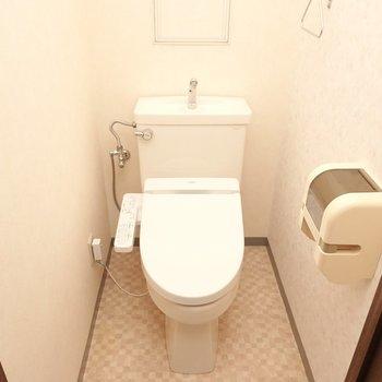トイレにはウォシュレットが設置済み!(※写真は3階同間取り別部屋のものです)