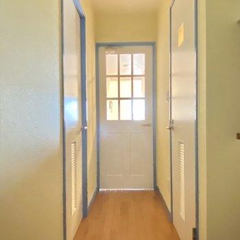 各部屋に入るのが楽しいだろうな〜っていう廊下のデザイン◎(※写真は清掃前のものです)