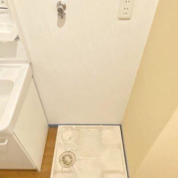 室内に洗濯機置場があるのは嬉しいですよね!(※写真は清掃前のものです)