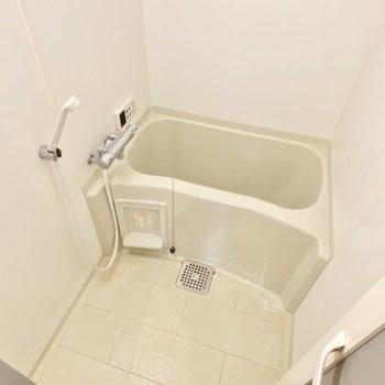 お風呂はいたってシンプルに◯シンプルが1番だな〜(※写真は清掃前のものです)