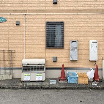 ゴミ置き場もアパート横にありますよ。