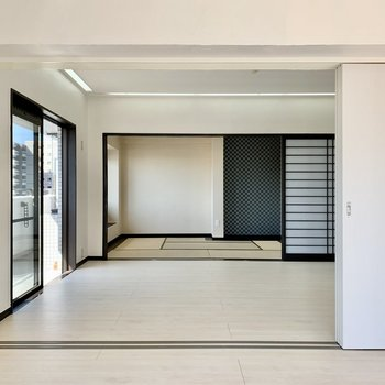 間取り図右下の洋室も和室もここまで引き戸を開けられます。