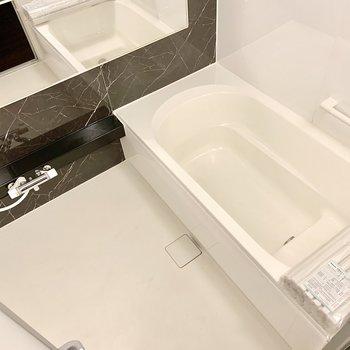 追い炊き機能に浴室乾燥機付き。