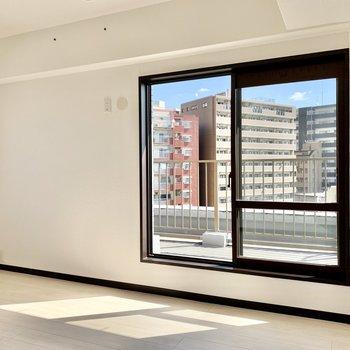 間取り図右上の洋室。エアコンとテレビ設置可能です。