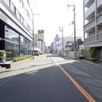 周辺環境】道路がゆったり!なんばへも歩いて行けますよ。
