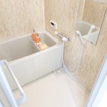 お風呂は少しレトロですが、家族に嬉しい追い焚き付き!