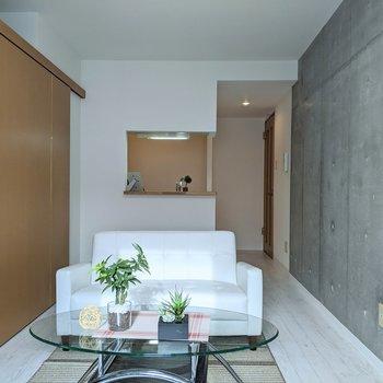 【LDK】ソファやテーブルがしっかりと置けます。※家具はサンプルです
