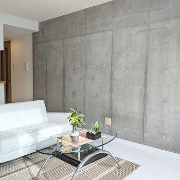 【LDK】コンクリ壁がクールです。※家具はサンプルです