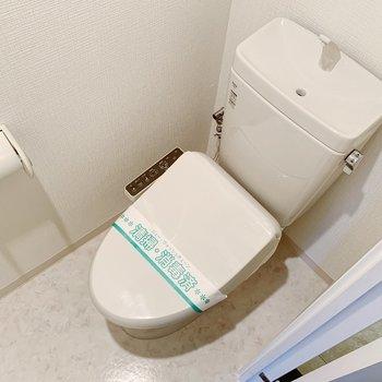 トイレは温水洗浄便座。まだまだきれいです!