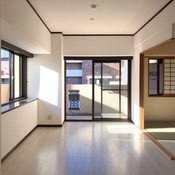 キッチンの隣に和室。