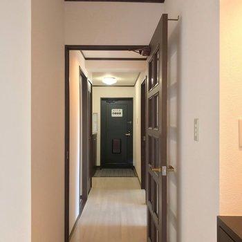 廊下側には洋室2部屋と水まわり。
