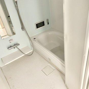 お風呂は追い焚き、浴室乾燥機付きですよ。