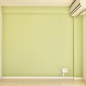 エアコン下にテレビ線が通っています。※写真は3階の同間取り別部屋のものです