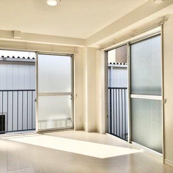 2面採光でたっぷり光をお迎えしています。※写真は3階の同間取り別部屋のものです