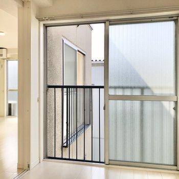 【書斎】大きな窓が圧迫感を軽減してくれます。※写真は3階の同間取り別部屋のものです