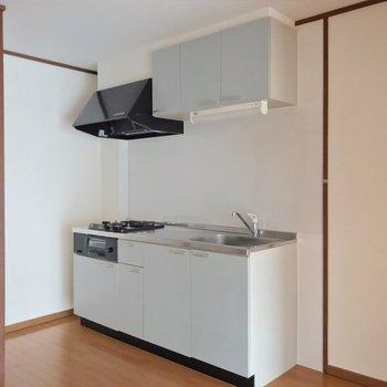 シンク側に冷蔵庫を置けます。