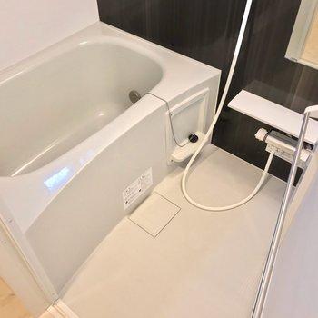 お風呂は隙間が少なくてお手入れも簡単。