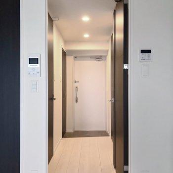 サニタリーの設備は廊下側に。