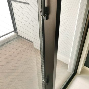 窓は2重ロック。長期のお出掛けの際も安心です。