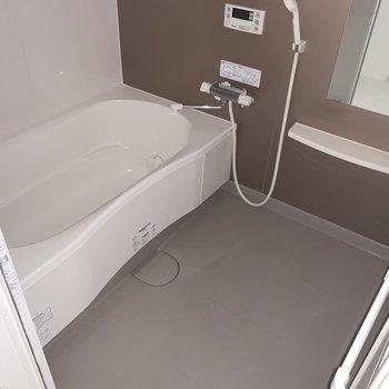 お風呂はゆったりとつかれそう〜(※写真は6階の反転間取り別部屋のものです)