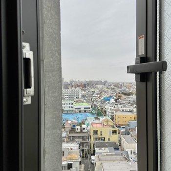【小窓からの眺望】
