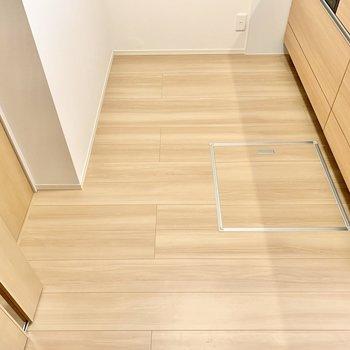 キッチンスペースがゆったり。床下収納もあります。