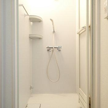 シャワールーム!浴槽に浸からない派には十分ですね。